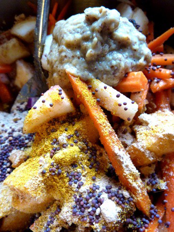 curried-apple-and-carrot-chutney_spices.jpg