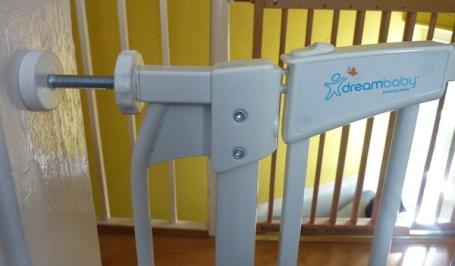 17-10-13 - Dreambaby stairgate 4B
