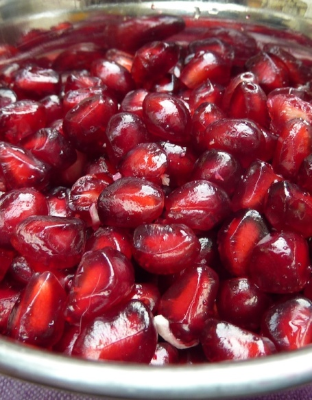 15-6-14 - pomegranate seeds close up 4B