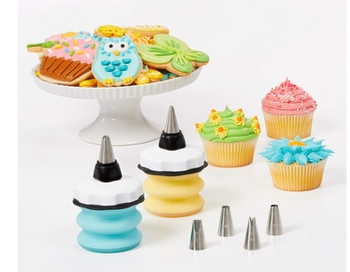 Cake decorating set with cakes