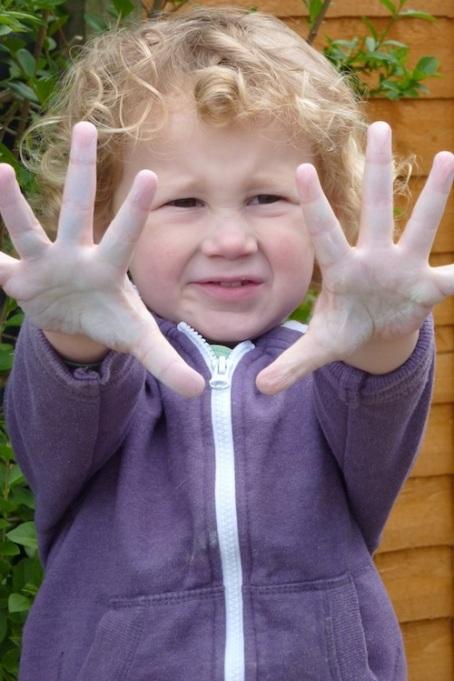 E chalk hands 4B
