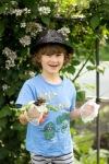 6 year old weeding - nipitinthebud.co.uk
