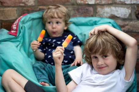 Brothers with ice lollies - nipitinthebud.co.uk